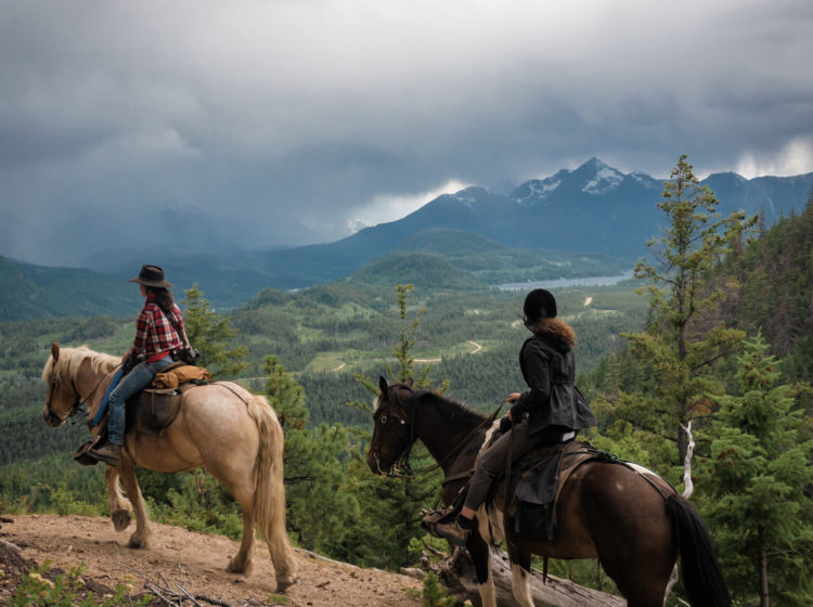 horseback riding with chilcotin holidays